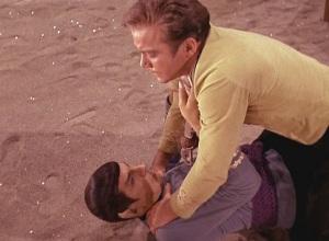 star-trek-amok-time-spock-strangles-kirk