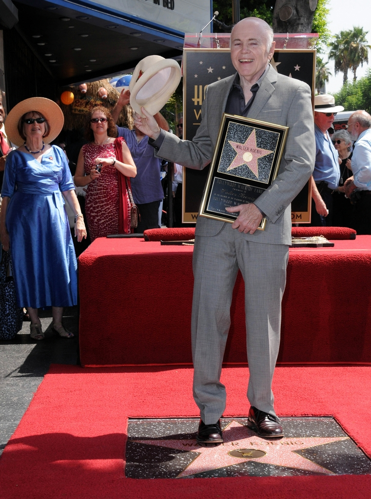 Star Trek Walter Koenig Con Su Estrella En El Paseo De La Fama De Hollywood Las Crónicas De Star Trek The Chronicles Of Star Trek