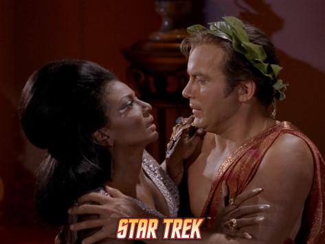 El primer beso interracial de la historia del cine - TV